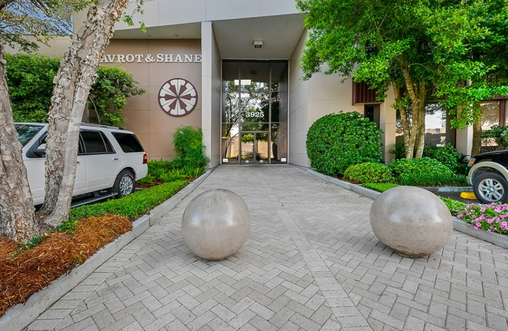 Front entrance to 3925 N. I-10 Service Rd. W., Metairie, Louisiana 70002 - location of Kramer Psychiatric Services - Greater New Orleans Psychiatrist